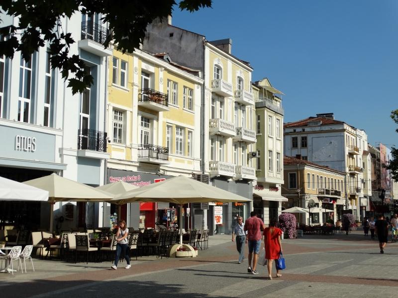 De moderne winkelstraat van Plovdiv