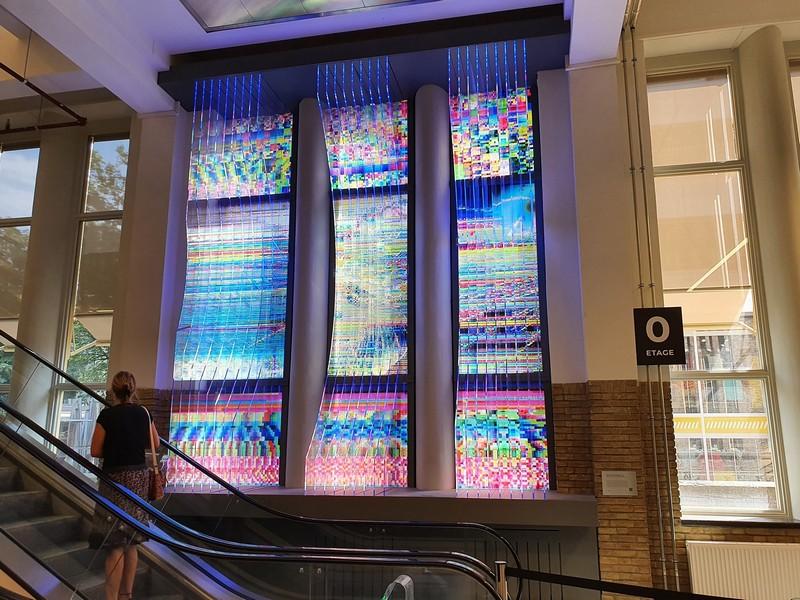 Kunstwerk monument voor het digitaal falen in BIEP op NEUDE