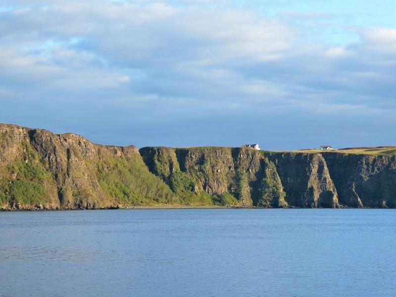 Kliffen rond Uig Bay, op Isle of Skye