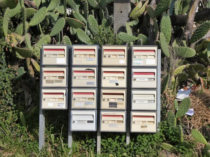 groepje van 11 brievenbussen