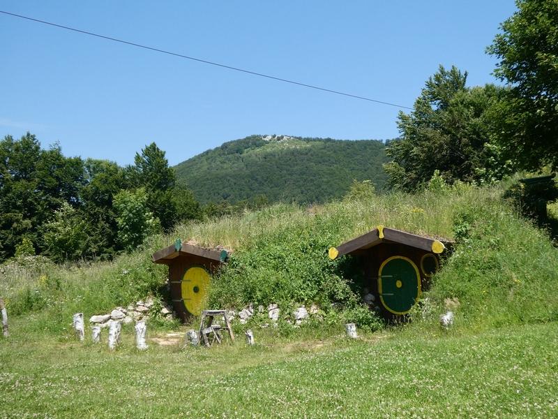 Trekkershutjes met het uiterlijk van hobbithuizen.