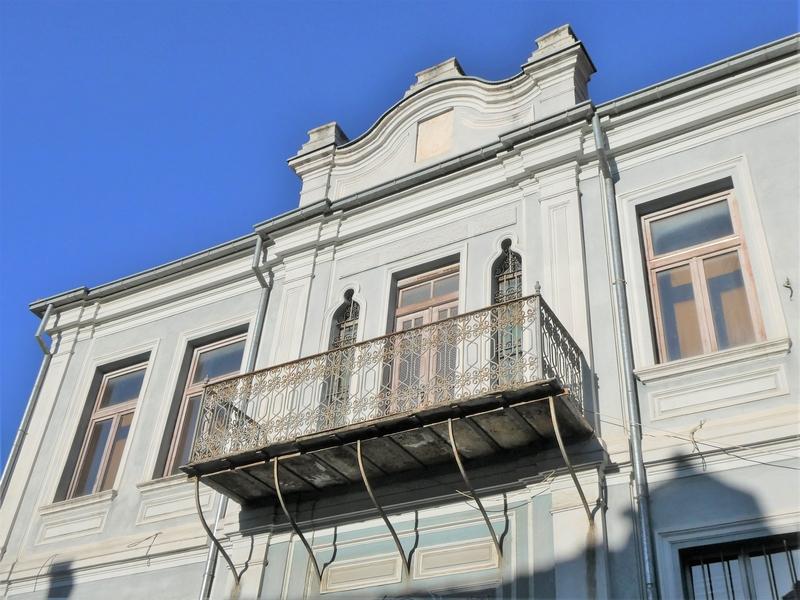 Barokke gevel in het voetgangersgebied van Bitola
