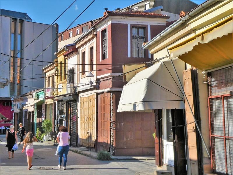 Gekleurde panden in de oude bazaar van Bitola.