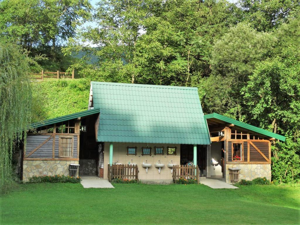 Sanitairgebouw van camping Drina