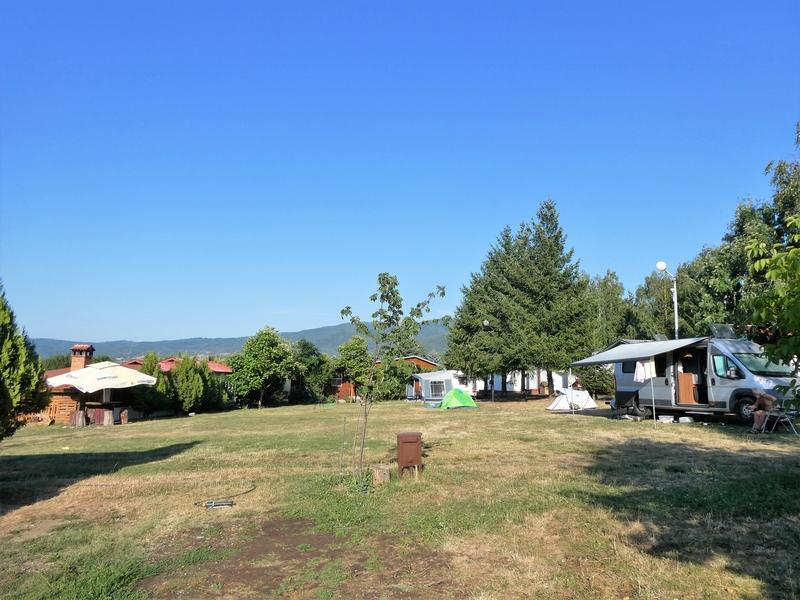 Campingveld Verila met rechts onze kampeerbus