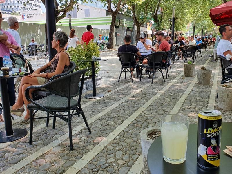 Terrassen in Murat Toptani Street